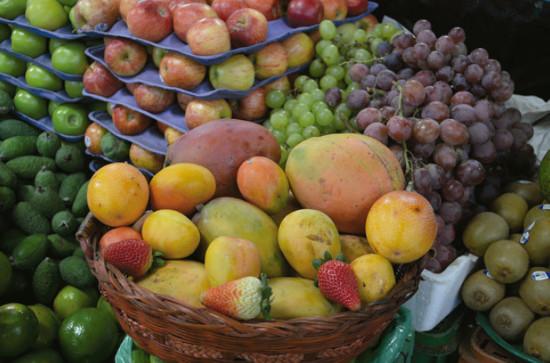 Frutas perecederas en un puesto de venta de la plaza Las Ferias en Bogotá. Foto: J.A. Orjuela-Castro